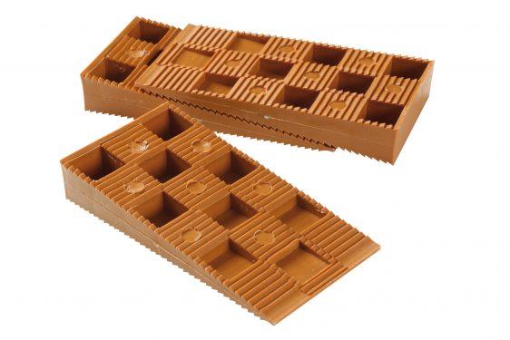 Utilisation des cales pour la construction d 39 une terrasse - Cale plastique pour terrasse bois ...