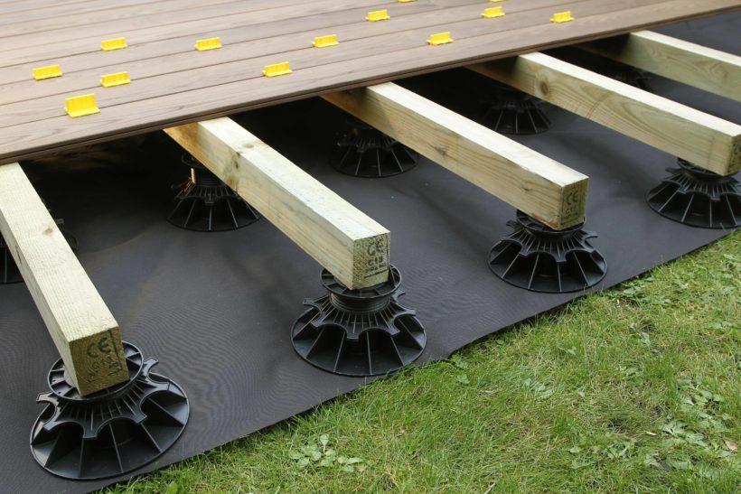terrasse en bois : la pose sur plots pvc réglables - guide de montage