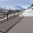 Terrasse en bois en Norvège réalisée en lame de bois Fiberon pro gris 13