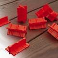 esapceurs-de-lames-rouges-terrasse-bois
