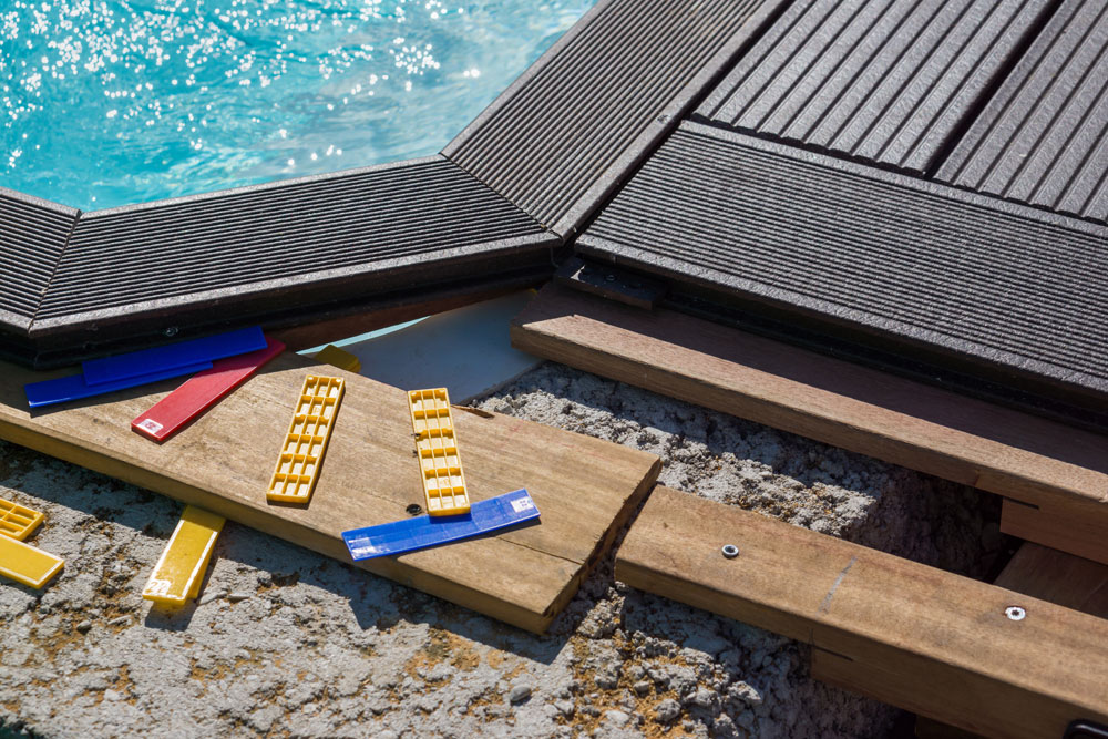 comment poser une terrasse composite le guide complet. Black Bedroom Furniture Sets. Home Design Ideas