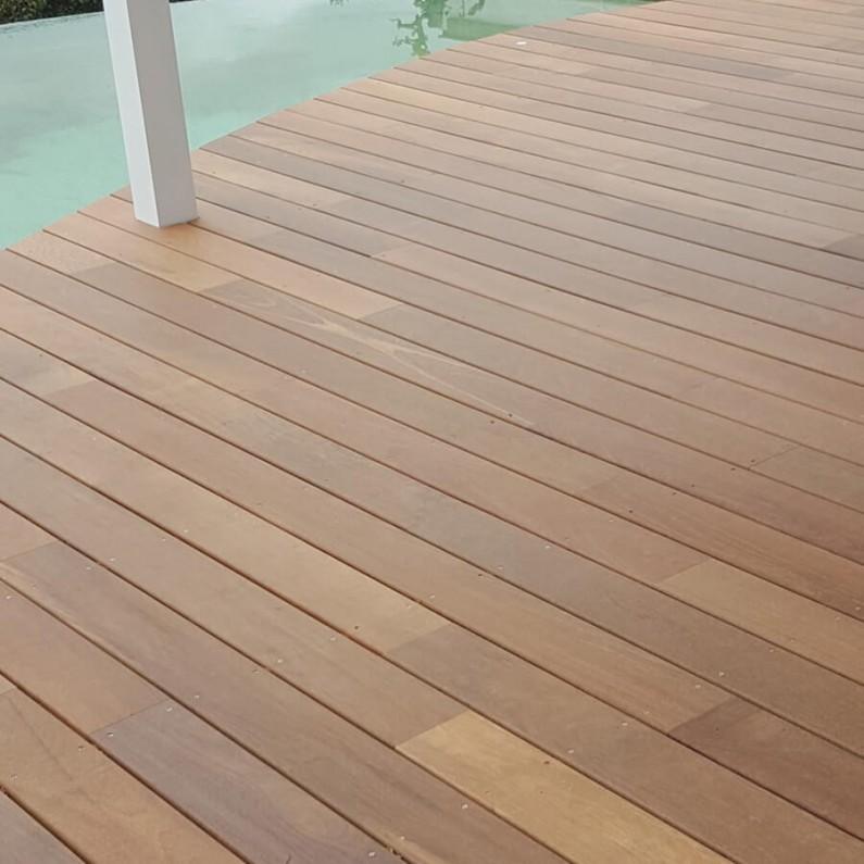 les essences de bois exotique le blog de la terrasse en bois et bois composite. Black Bedroom Furniture Sets. Home Design Ideas